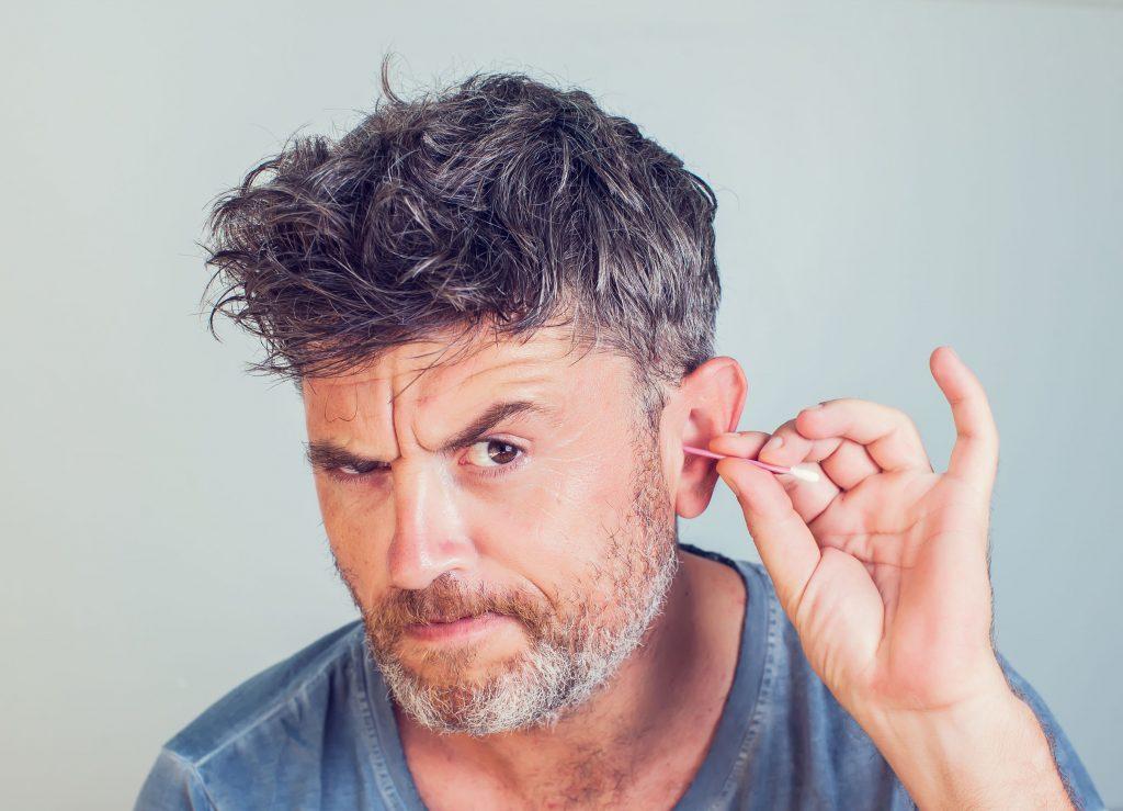 4 riscos de usar cotonete de forma errada