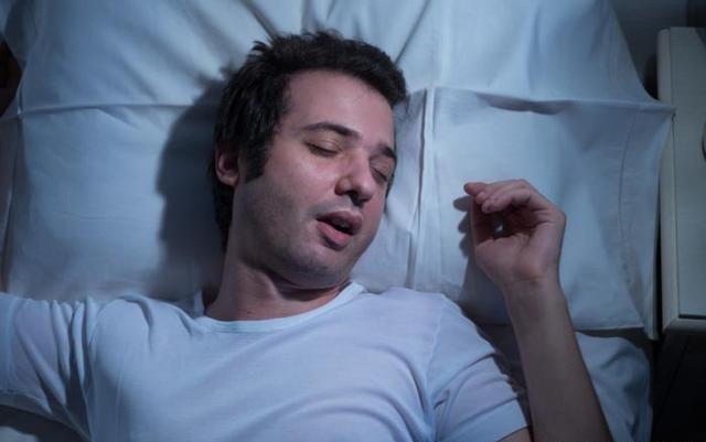 Apneia do sono: sintomas, causas e tratamento